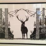 Hirsch auf der Waldlichtung
